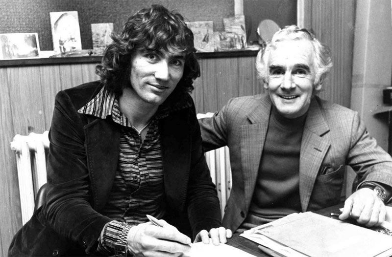 Robin Friday signs for Cardiff